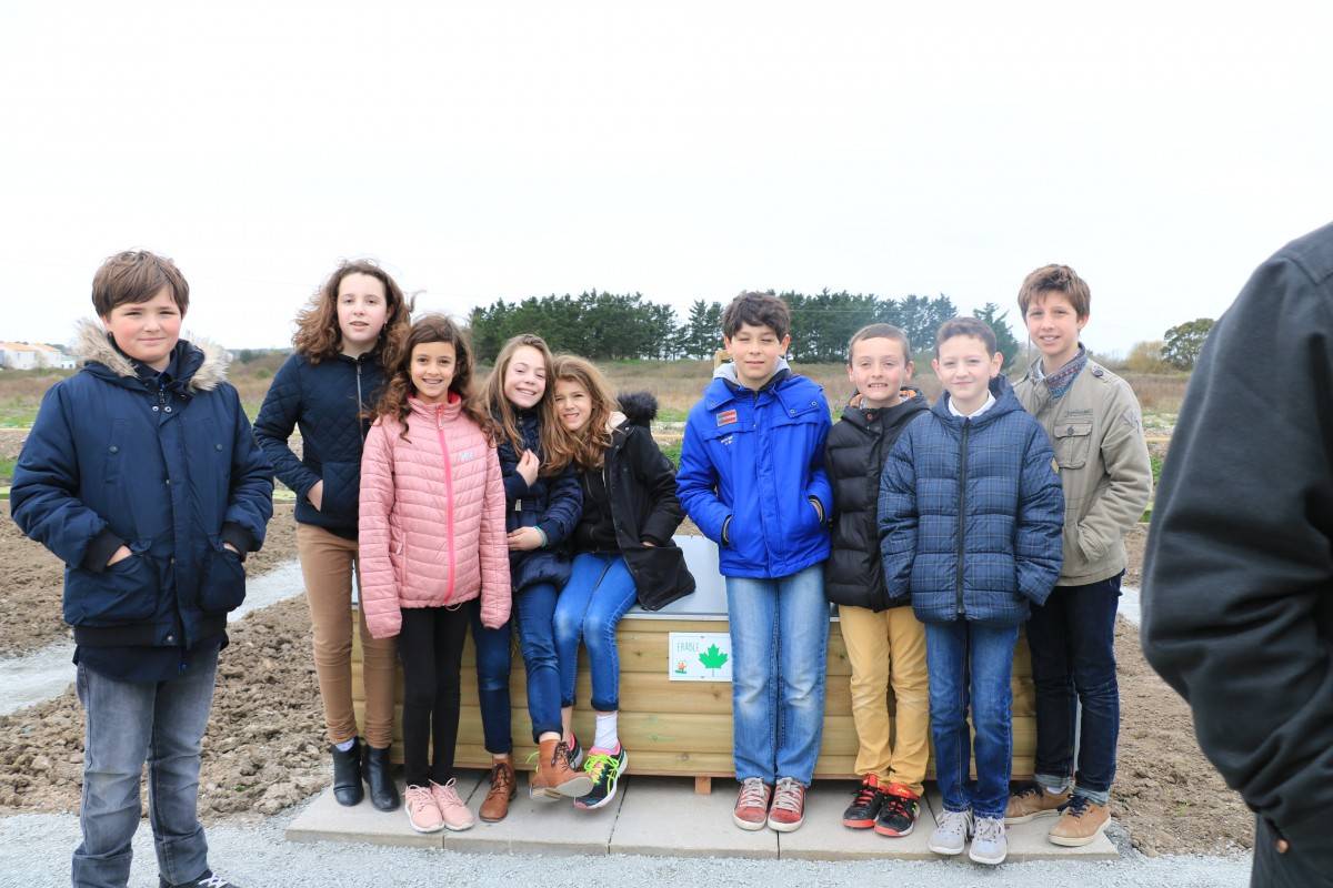 Le Conseil municipal des enfants à l'inauguration des jardins partagés mars 2017 Saint-Jean-de-Monts