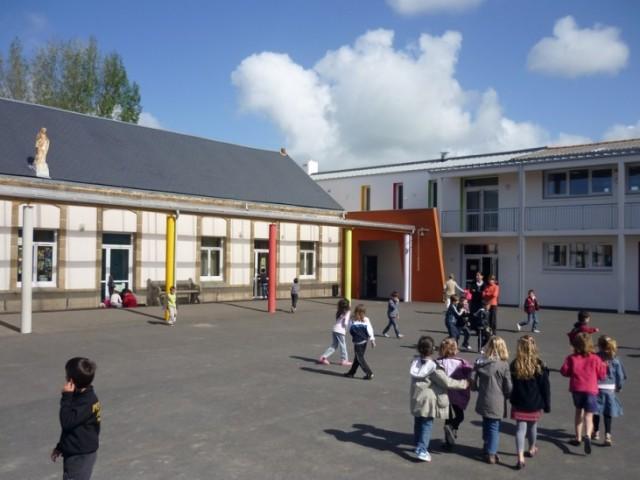Cours d'école primaire Saint-Jean 2
